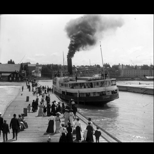Steamer Pittsburg in harbour